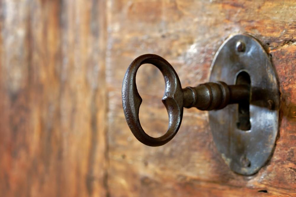 鍵穴にささる鍵