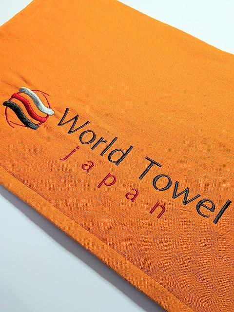 オレンジ色のスポーツタオル