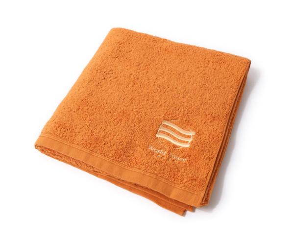 オレンジ色のバスタオル