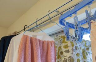 部屋に干されている洗濯物